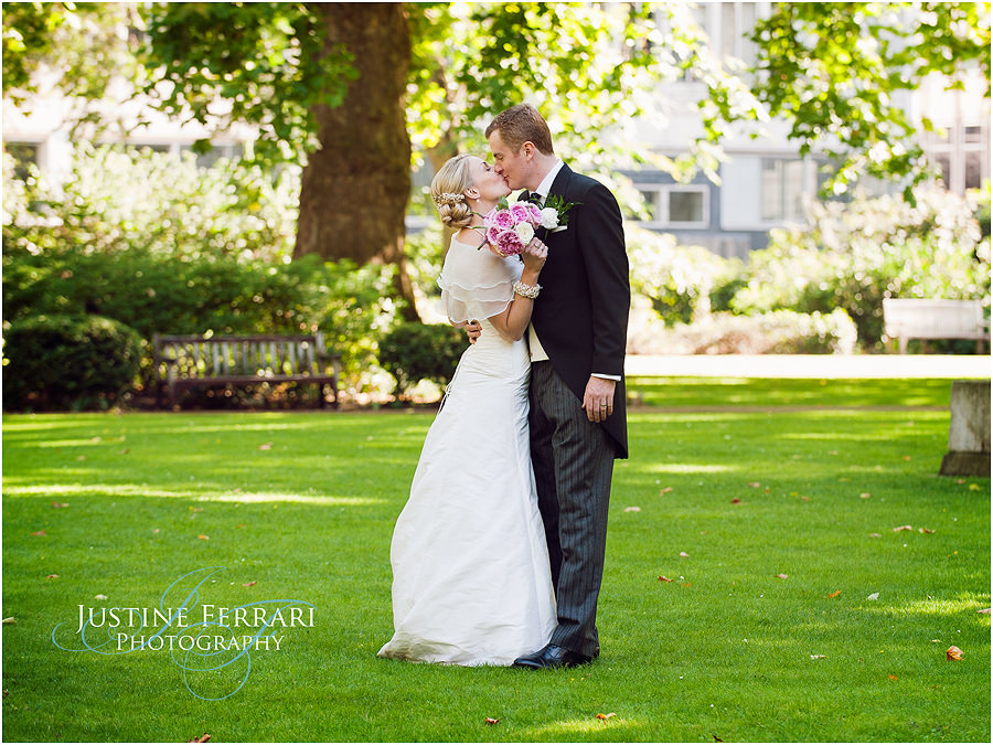 Perfect London Wedding In Sunlit St Jamess Square